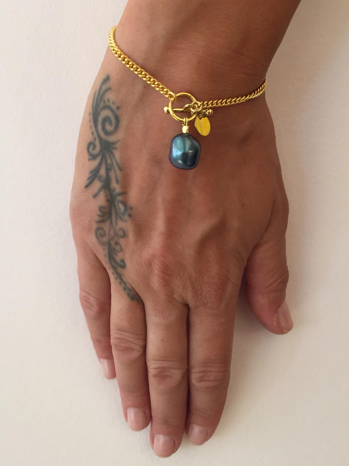 Armband mit grüner Perle