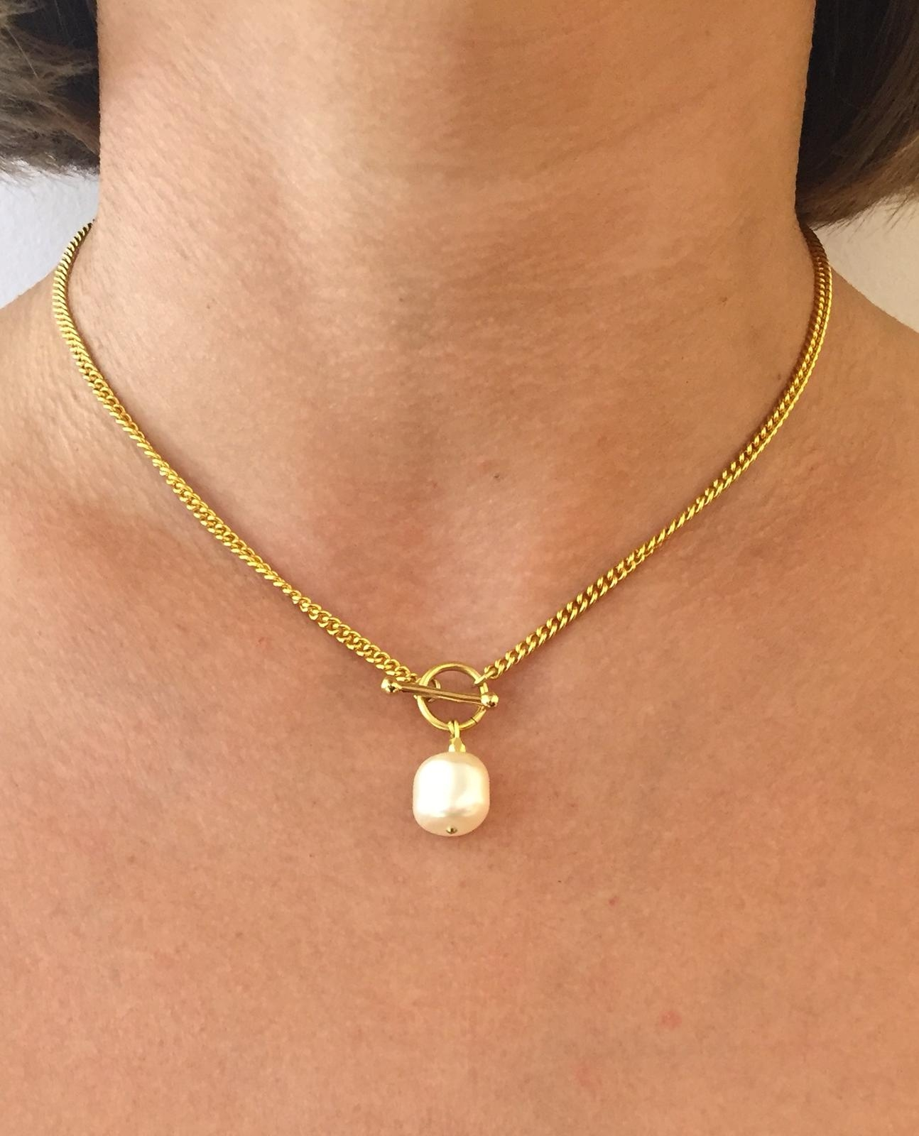 Kette mit weißer Perle