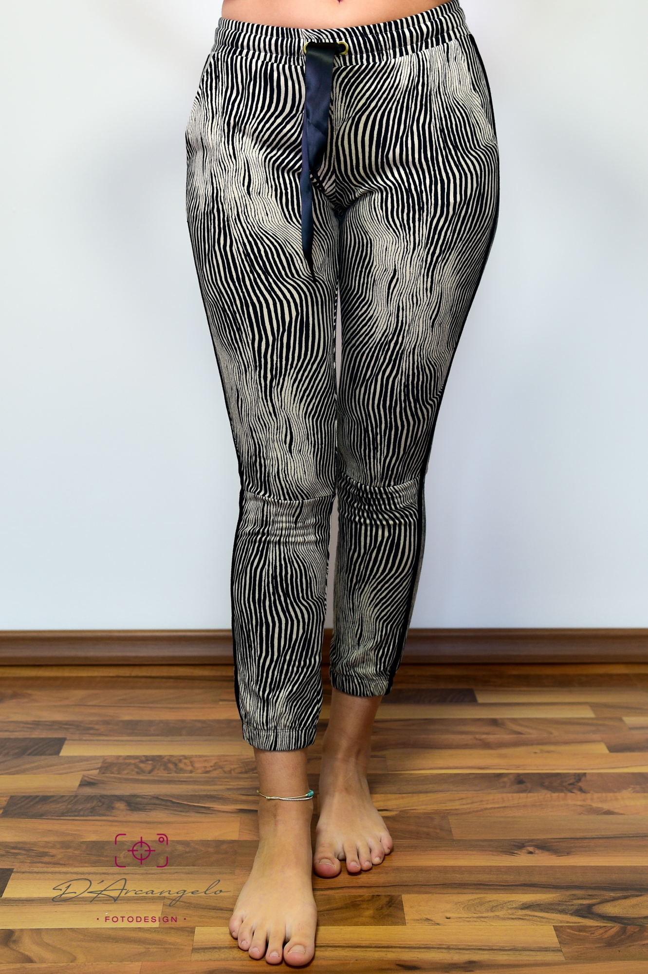 Cropped Jogger Zebra   safari